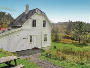 Five Bedroom Holiday Home in Flekkefjord