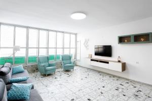 Spacious apartment near the sea