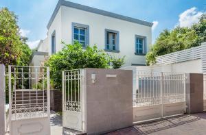 Private Apartments in a 6 star Villa!