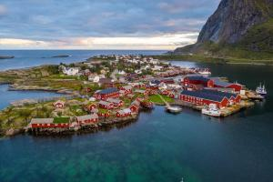 Reine Rorbuer by Classic Norway