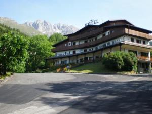 Castione della Presolana Hotels