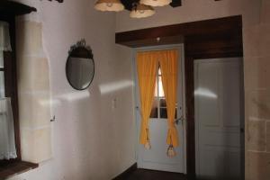 Gite de Charme, Holiday homes  Saint-Aignan - big - 6