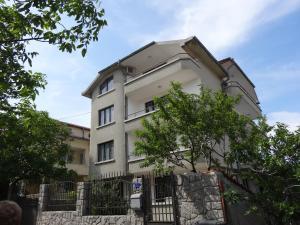 Yanevi Apartments