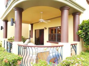 Pineapple Villas Condo 111 的图像