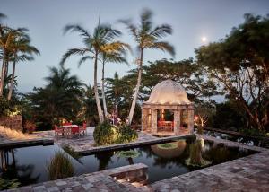 Бат - Golden Rock Nevis
