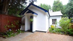 Pretty Cottage In Cobham