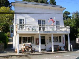 Nearby hotel : Smiley's Schooner Saloon & Hotel