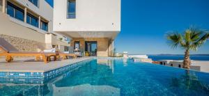 Okrug Gornji / Liveli Villa Sleeps 10 Pool Air Con