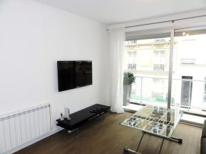 Apartment - Champs Elysees, Париж