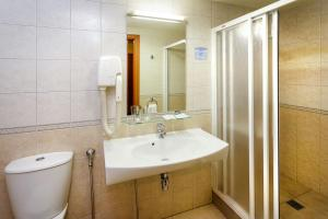 Twin Room with Balcony and Spa Access Alka Hotel