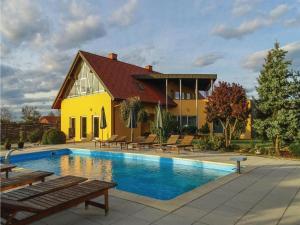 Eight Bedroom Holiday Home in Krizevci pri Ljutomeru