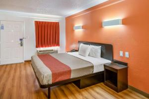 Review Motel 6 Euless - DFW West