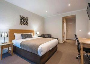 Review Comfort Inn Coach & Bushmans