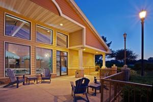 Nearby hotel : AmericInn Chanhassen