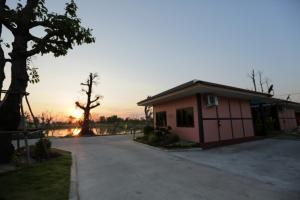 Baan Home Resort