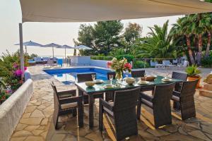 Cala Bassa Villa Sleeps 10 Pool Air Con WiFi