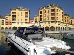 Nearby hotel : Boats & Breakfast Genova