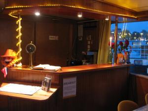Passengership Avanti, Botely  Amsterdam - big - 13