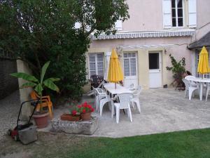 Chambres et Tables d'hôtes à l'Auberge Touristique, Bed & Breakfast  Meuvaines - big - 61