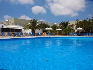 Albatros Hotel(Karterados)