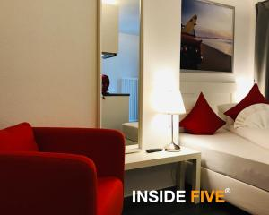 INSIDE FIVE - City Apartments