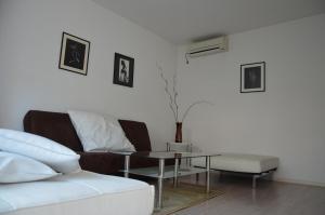 Bulhotel Pritzker Apartment, Апартаменты  София - big - 37