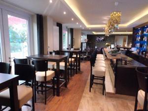 (Hotel Oelen & Holgers Brasserie und Lounge)