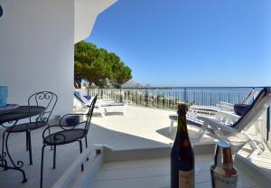 Nearby hotel : Blue Island Villa Caterina