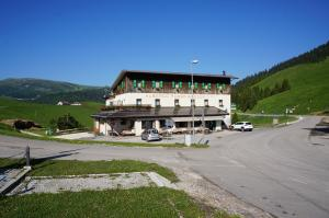 Nearby hotel : Albergo Passo Brocon