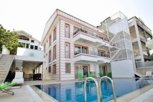 Kinali Hotel