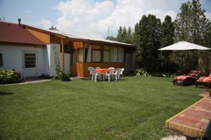 Simply Szálló, Гостевые дома  Балатонбоглар - big - 2