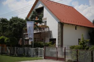 Simply Szálló, Гостевые дома  Балатонбоглар - big - 37