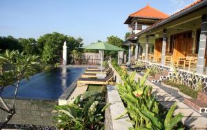 Puri Tugu Belanda Bali