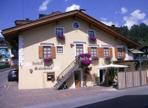 Nearby hotel : Hotel Salvanel