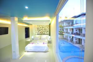 Featuring Scuba Diving A Swimming Pool And Spa Boracay Ocean Club Beach Resort