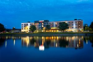 Nearby hotel : Courtyard by Marriott Evansville East