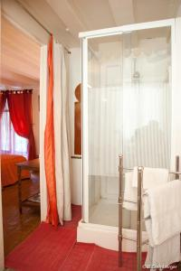 La Demeure Saint-Ours, Bed and Breakfasts  Loches - big - 10