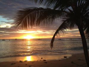 Tropical Sunset Beach Apartment Hotel