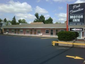 Pink Fountain Motor Inn