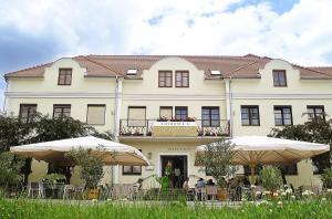 Eisenbock's Strasser Hof, Штрасс