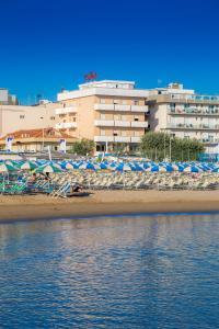 Hotel Touring, Отели  Мизано-Адриатико - big - 3