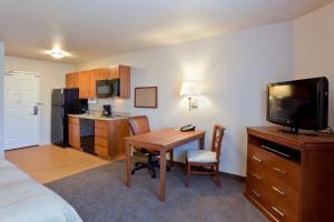 Candlewood Suites Lakewood, Szállodák  Lakewood - big - 6