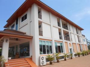 Phounsiri Hotel and Serviced Apartment