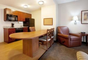 Candlewood Suites Columbia-Fort Jackson, Отели  Колумбия - big - 10