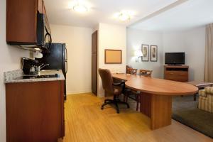 Candlewood Suites Columbia-Fort Jackson, Отели  Колумбия - big - 11