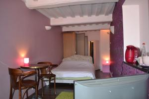 La Chambre du Marin, Bed & Breakfast  Honfleur - big - 24