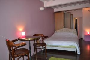 La Chambre du Marin, Bed & Breakfast  Honfleur - big - 14