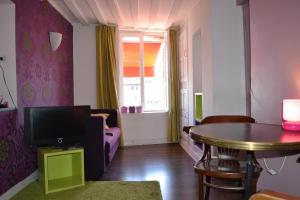 La Chambre du Marin, Bed & Breakfast  Honfleur - big - 10