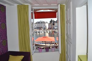 La Chambre du Marin, Bed & Breakfast  Honfleur - big - 11