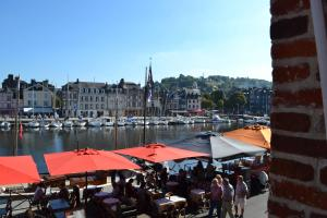 La Chambre du Marin, Bed & Breakfast  Honfleur - big - 26